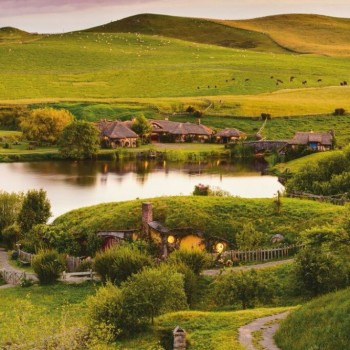 Hobbiton. Lake, Mill, and Green Dragon Inn