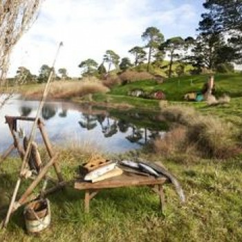 Hobbiton - lake and daily living artifacts